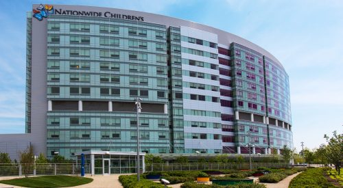 Nationwide_Childrens_Hospital,_Exterior_from_Fragrance_Maze,_May_2013 (1)